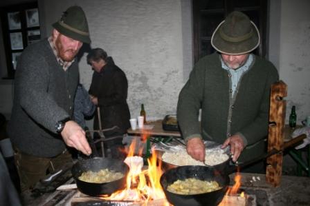 Sterz kochen bei offenem Feuer - Infoabend Landesausstellung 2015